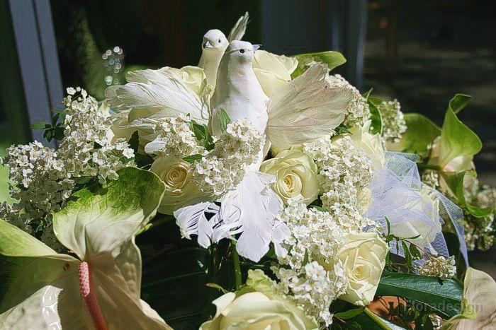 Beispiel: Blumenkunst zur Hochzeit, Foto: Floradesign.