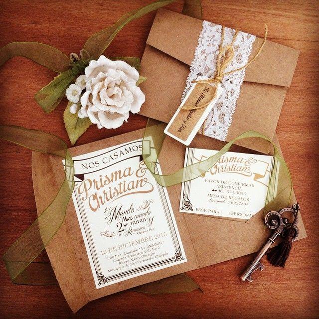 Invitación Rustic style una linda forma de presentar una boda al aire libre , en un rancho o establo, rodeada de lazos, regaderas de latón, flores etc.