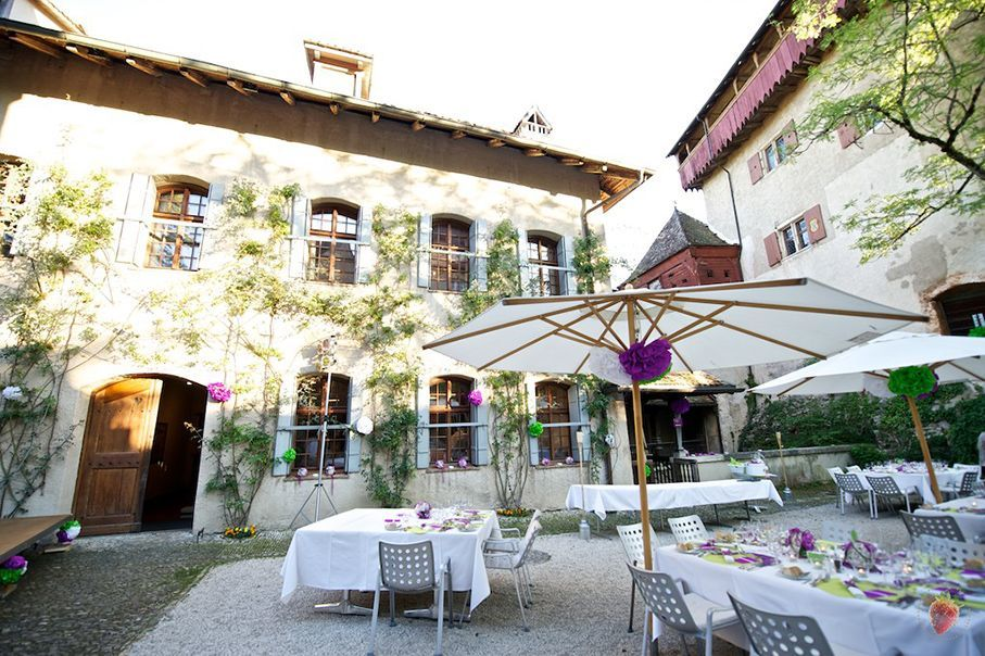 Catering im Innenhof des Schloss Wildenstein, Foto: Hotel Bad Bubendorf.
