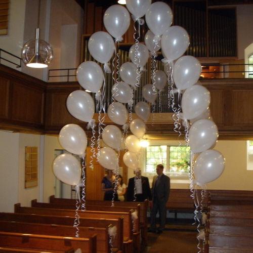 Beispiel: Ballondekoration Kirche, Foto: Ballonwerk.