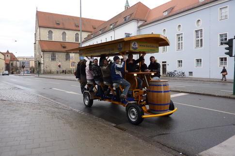 Beispiel: Rundfahrt mit dem Gruppenfahrrad, Foto: BierBike Regensburg.