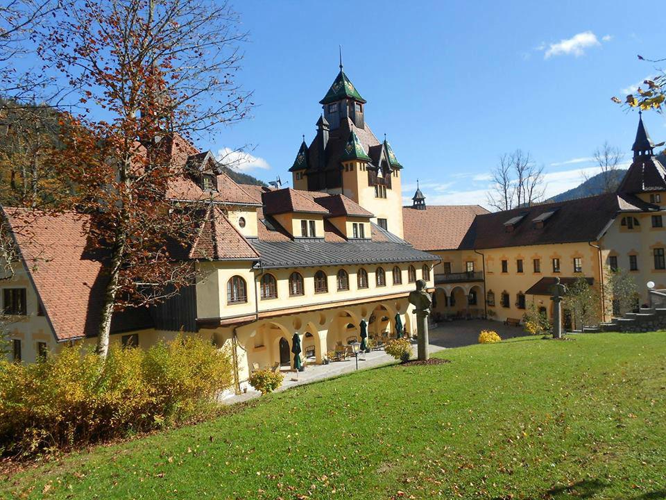 Beispiel: Außenansicht, Foto: Naturhotel Schloss Kassegg.