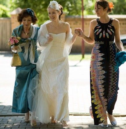Beispiel: Braut mit Trauzeugin, Foto: Friederike Fiebelkorn.