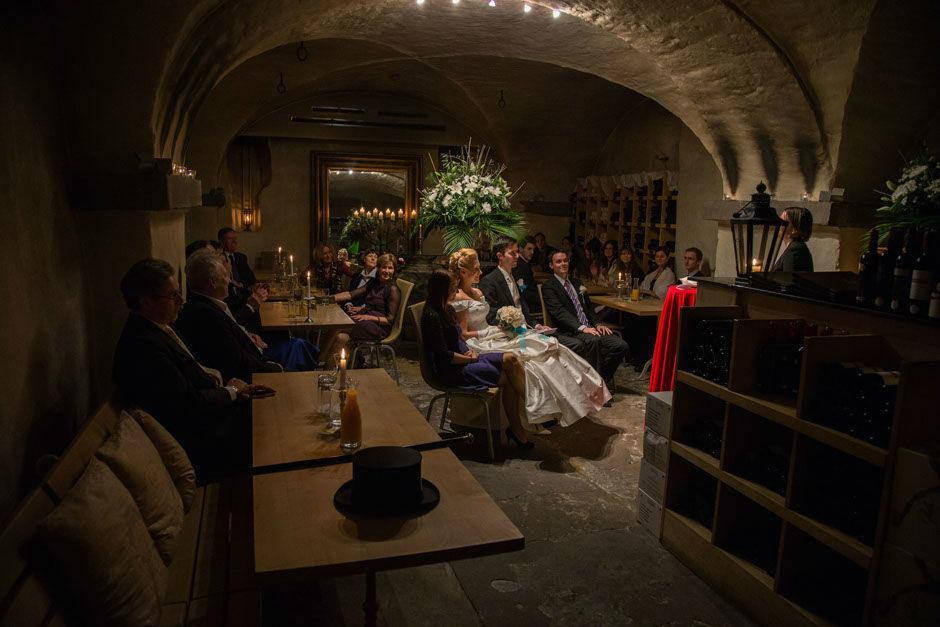 Beispiel: Fotos von der Hochzeitsfeier, Foto: 0816 Pictures.