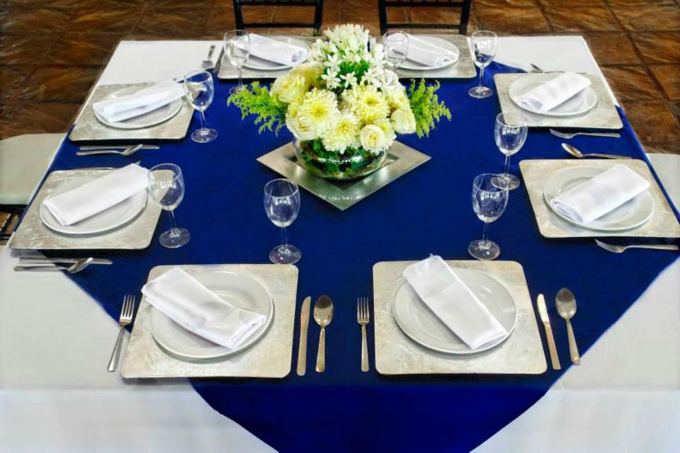 RENTA MANTEL CUADRADO BLANCO RENTA CUBREMANTEL AZUL REY Mantel en tergal blanco cuadrado & cubre mantel en tergal azul rey