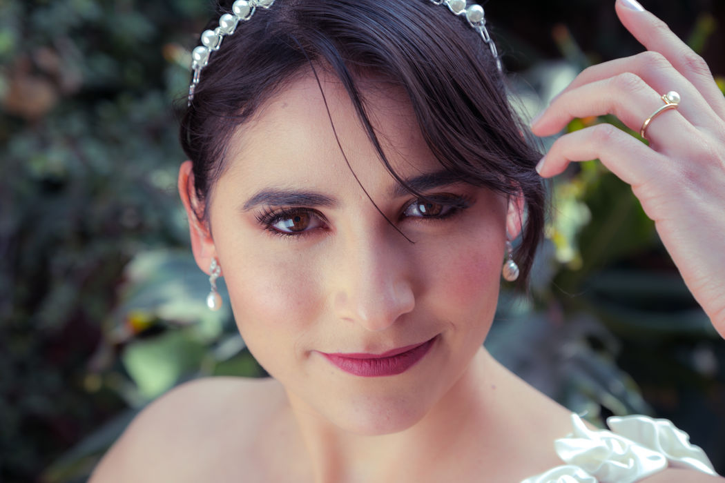 Alekssandra Gómez  Maquillaje de Novia, Boda de día