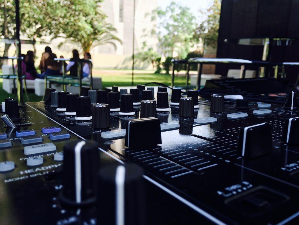 Encalada DJ Fox Sound & Lighting