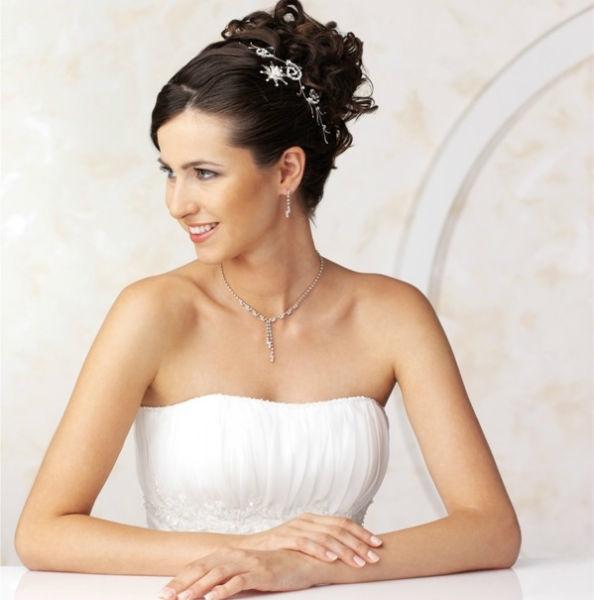 Beispiel: Wunderschöner Haarschmuck, Foto: Eliyzi Couture Accessoires.