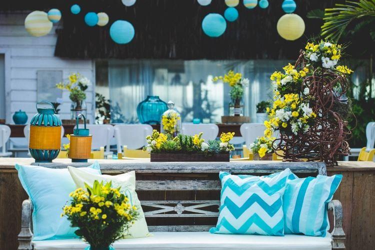 Lounge no salão dos convidados. Detalhe para os tecidos pintados à mão.