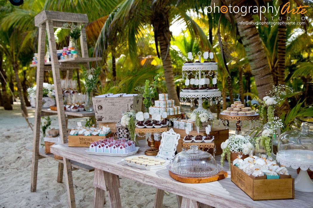 Montaje mesa de postres @RivieraMaya #Utopik #WeddingPlanner