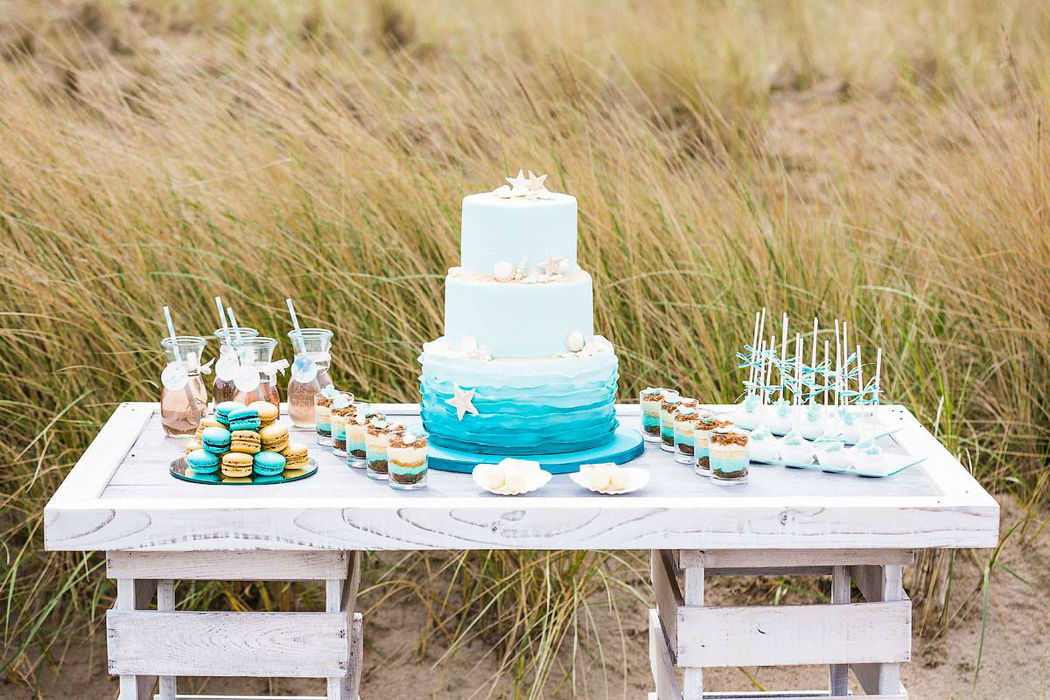Candybar zum Thema Beach Wedding, Foto: Christina Eduard Wedding Photography
