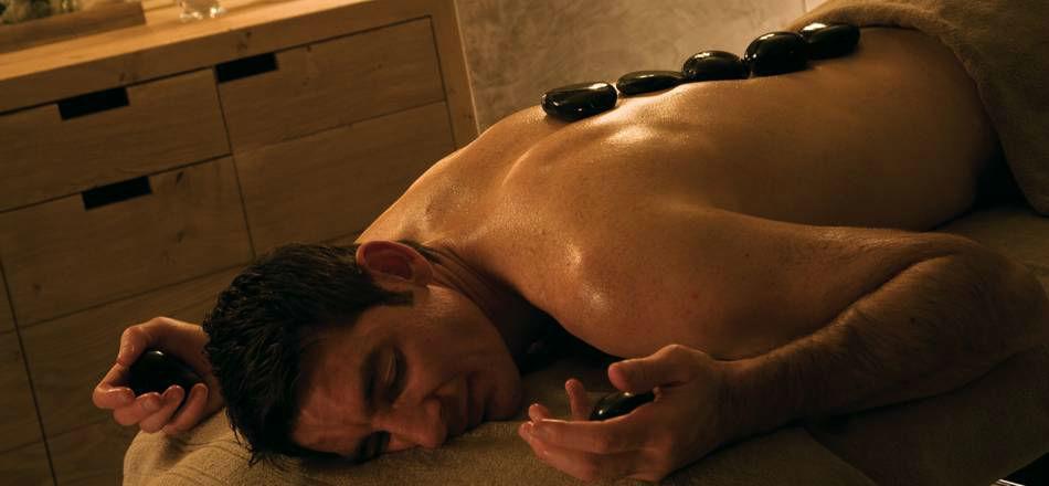 Beispiel: Hot Stone Massage, Foto: Gstaad Palace.