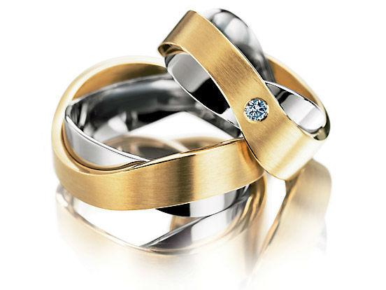 Beispiel: Mehrfarbige Ringe, Foto: Juwelier Neuwirth.