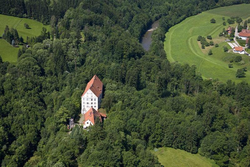 Beispiel: Luftaufnahme, Foto: Schloss Achberg.