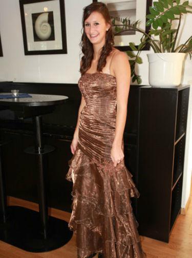 Beispiel: Farbige Brautkleider, Foto: Traut euch Brautsalon.