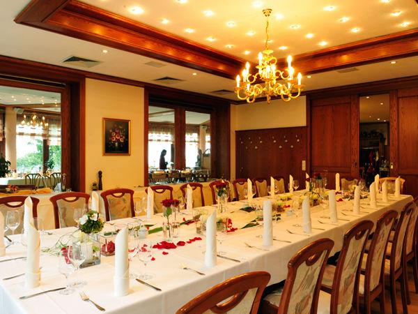 Beispiel: Festtagstafel, Foto: Berghotel Augustusberg.
