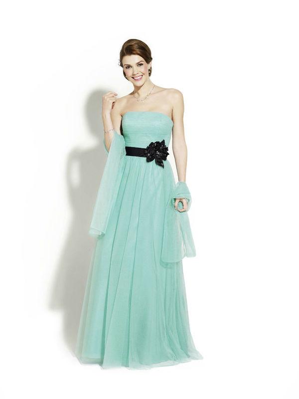 Beispiel: Traumhafte Kleider, Foto: Magy's Brautmode.