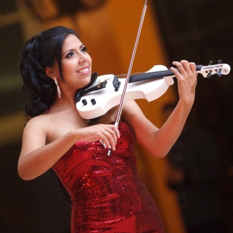 Gigi Mateus Lic. en música UIS  Voz soprano / Violinista