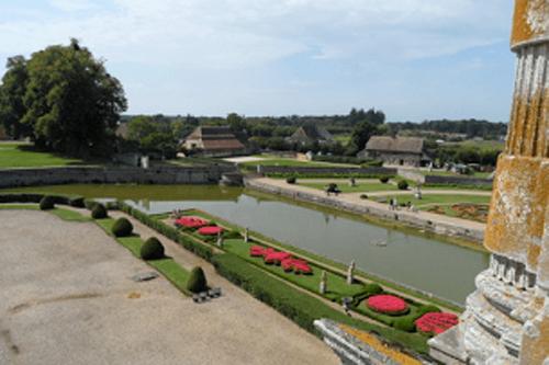 L'Orangerie vue du Château de Beaumesnil