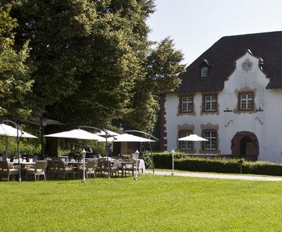 Beispiel: Terrasse im Garten, Foto: Wasserschloss Inzlingen.