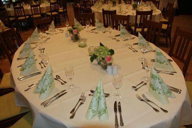 Beispiel: Hochzeitsbankett - Runder Tisch, Foto: Restaurant Hirschau.