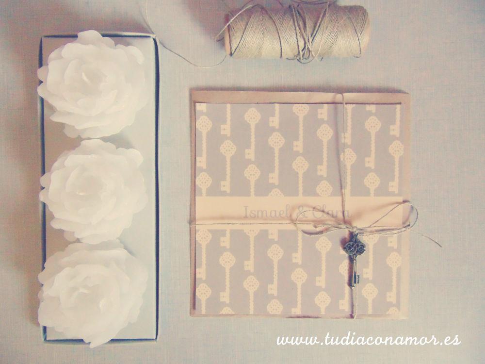 Invitación de boda retro con llaves vintage