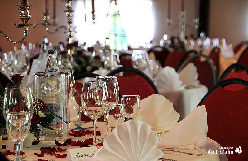 Beispiel: Tischdekoration, Foto: Landgasthof Gut Hahn.