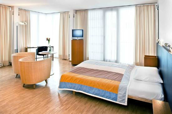 Beispiel: Zimmer, Foto: Martinspark Hotel Dornbirn.