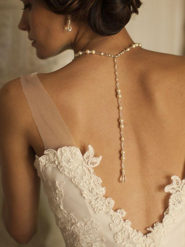 collier de dos en perle et cristal