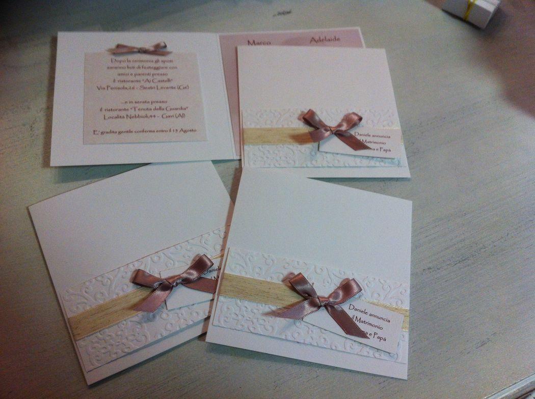 Invito partecipazione nozze rosa antico con rilievi e fiocco