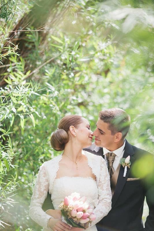 Beispiel: Hochzeitsfotografie mit natürlicher Beleuchtung, Foto: Bell Studio Esther & Gabe.