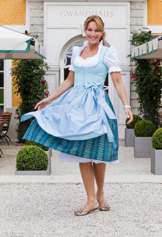 Beispiel: Modische Trachtenkleider, Foto: Gössl - Tracht heute.