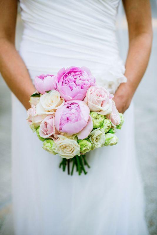 Fiordifragola - bouquet sposa peonie - Villa Frua - Stresa - Lago Maggiore  photo By Emanuele Capoferri