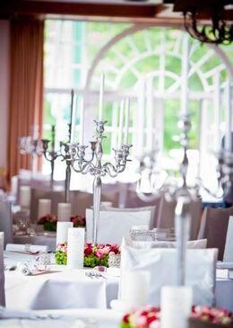 Beispiel: Hochzeitssaal geschmückt, Foto: Agentur Traumhochzeit Augsburg.