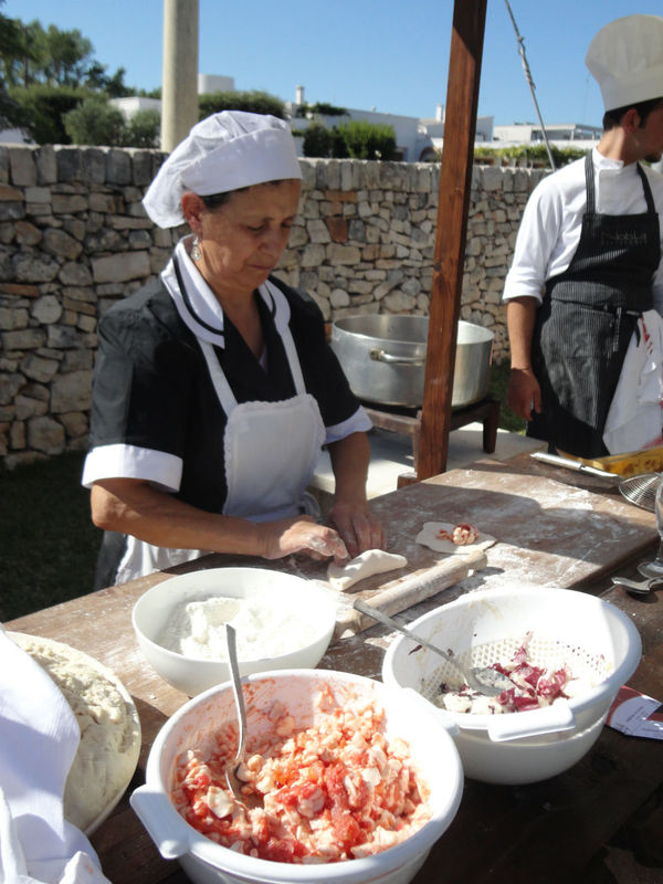 Panzerotti preparati al momento durante il banchetto