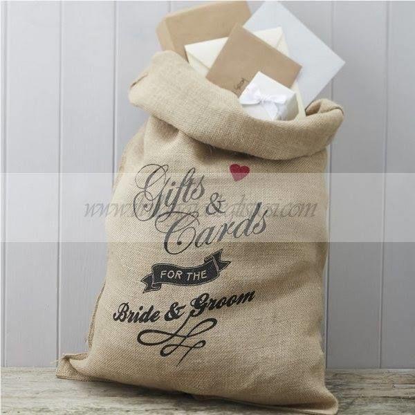 Questo sacco porta buste regalo, dall'inconfondibile sapore vintage, stupirà i vostri ospiti con la sua indubbia eleganza.