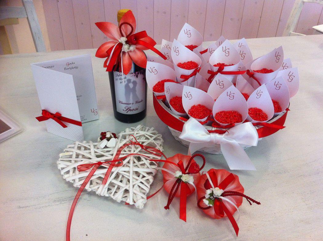 Decorazione bomboniera bottiglia con etichetta per matrimonio, conetti e set completo