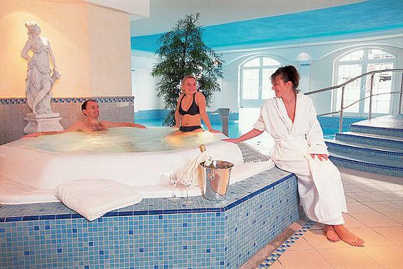 Beispiel: Whirlpool, Foto: Travel Charme Kurhaus Binz.