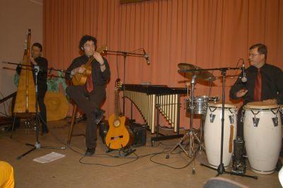 Beispiel: Auftritt, Foto: Arpa Latina.