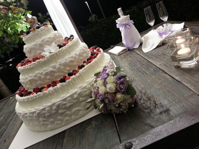 Torta Chantilly Nuziale con frutti di bosco
