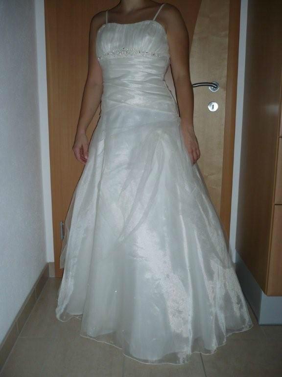 Beispiel: Brautmode, Foto: mimitolu Brautmode.