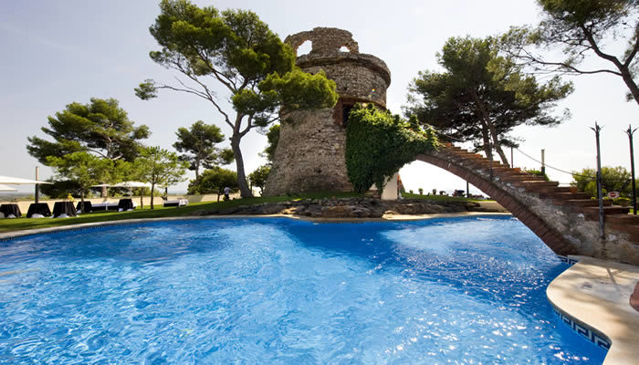 Aperitivo jardines Gran Hotel Rey Don Jaime
