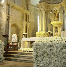 Decoración del altar y de la iglesia
