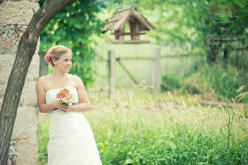 Beispiel: Braut mit Strauß, Foto: Simone Hertel.
