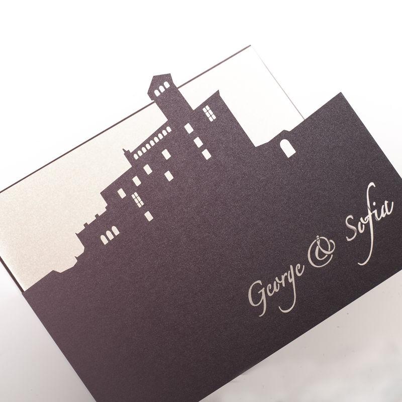 Invitación con el troquel del sitio de la boda