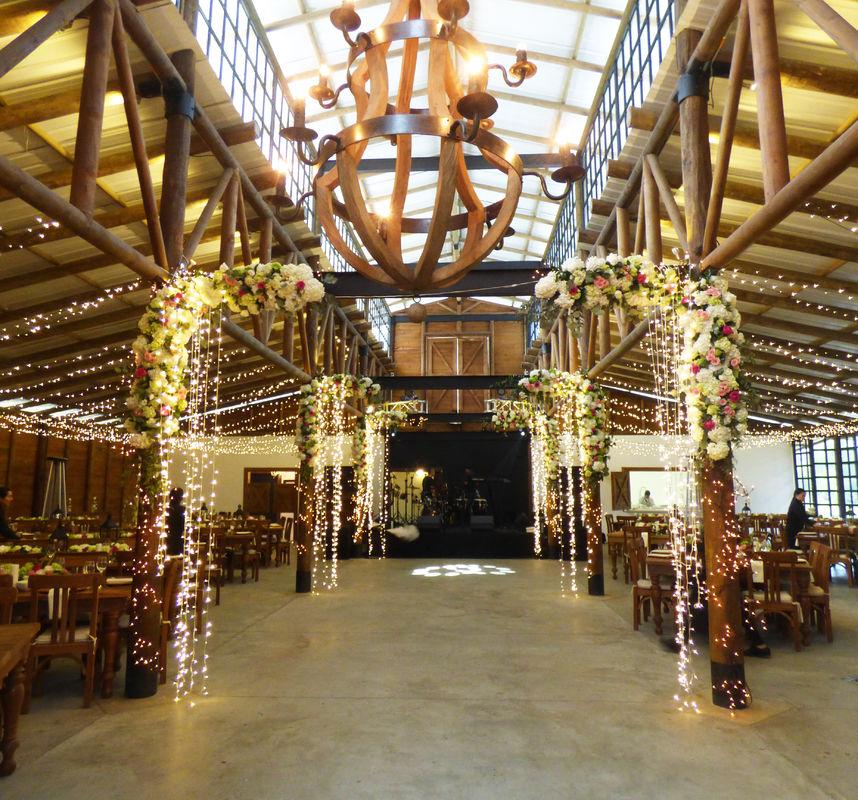 Entrada a la recepción  Wedding Planner: Lina Vargas Producción Decoración : Lica Creativa