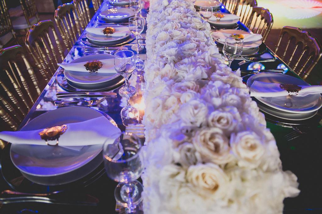 Detalhe mesa comunitária casamento Infinity Blue Resort, SC. Foto: Noz Fotografia