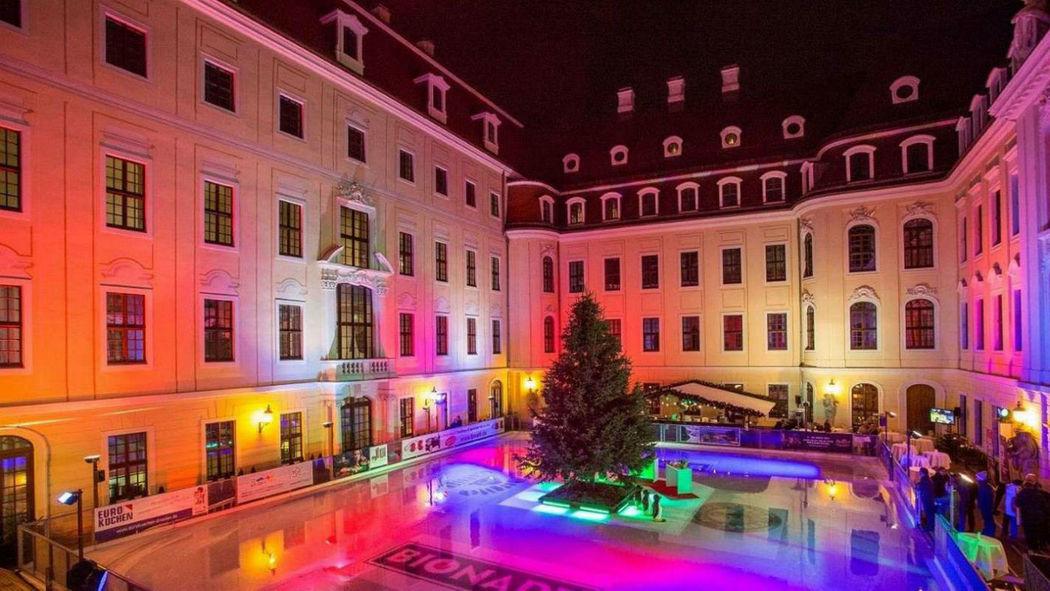 Beispiel: Innenhof beleuchtet, Foto: Hotel Taschenbergpalais Kempinski.