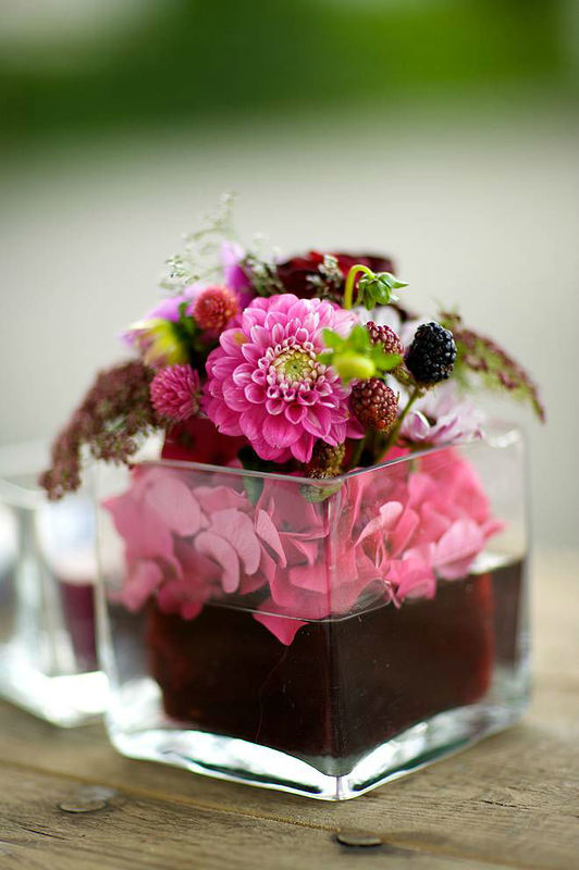 Beispiel: Blumenarrangement für den Tisch, Foto: Sarah Marx Eventfloristik.