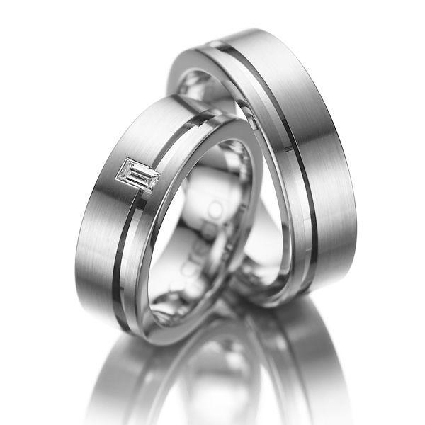Beispiel: Trauringe mit Diamanten, Foto: Acredo.